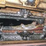 La teca che contiene il corpo del santo